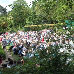 The Crowd at A Midsummer Night's Dream in Paris